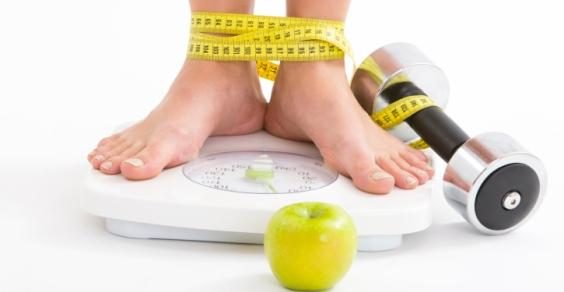 Consigli pratici per dimagrire in poche settimane: mangia poco ma spesso e fai sport appena alzata